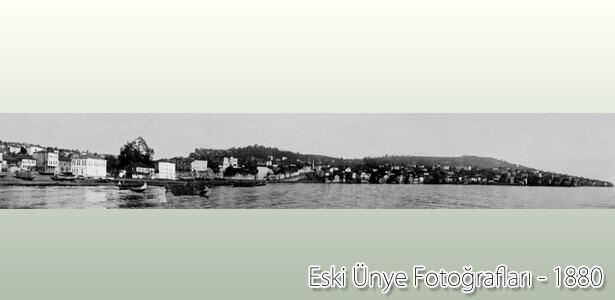 1880 yılında panromik olarak çekilen bu fotoğraf Ünye'nin ilk fotoğraflarından biridir.